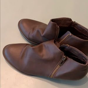 Booties brown great condition barely worn